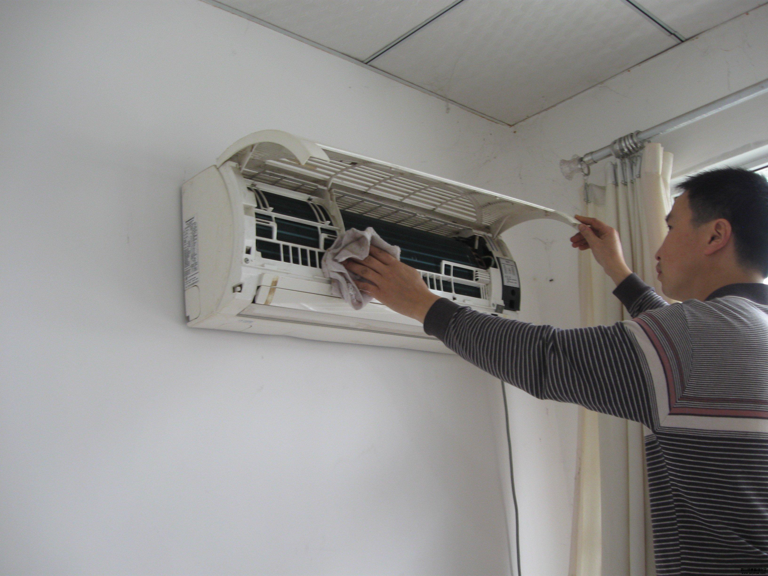 师傅手把手教你家用空调的清洗方法